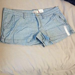 NWT light 100% cotton denim chambray style shorts